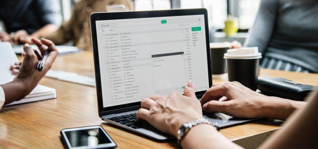 A munkavállaló hozzáférési joga személyes e-mailjeihez