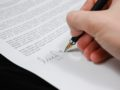 A szerződéses örökös hozzátartozója, mint az öröklési szerződés tanúja