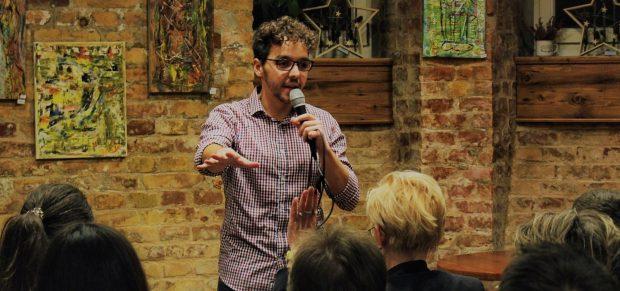 Pályaváltó jogászok: stand-up és idegenvezetés – Interjú dr. Török Ádámmal