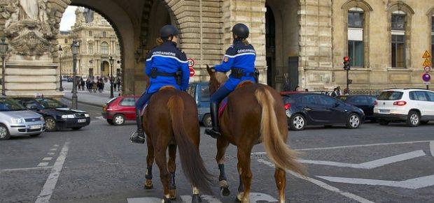 Mégis fotózhatók az intézkedő rendőrök