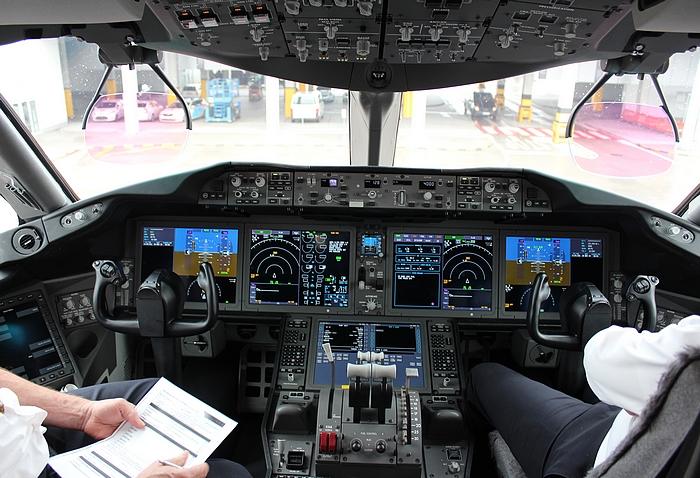 Légi közlekedés 2021 – pilótafülke