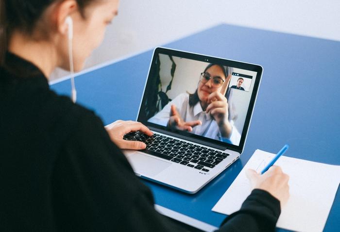Beszélgetés a neten