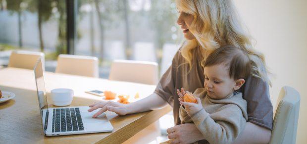 Új szövetkezeti formában dolgozhatnak a kisgyermekkel otthon maradó szülők