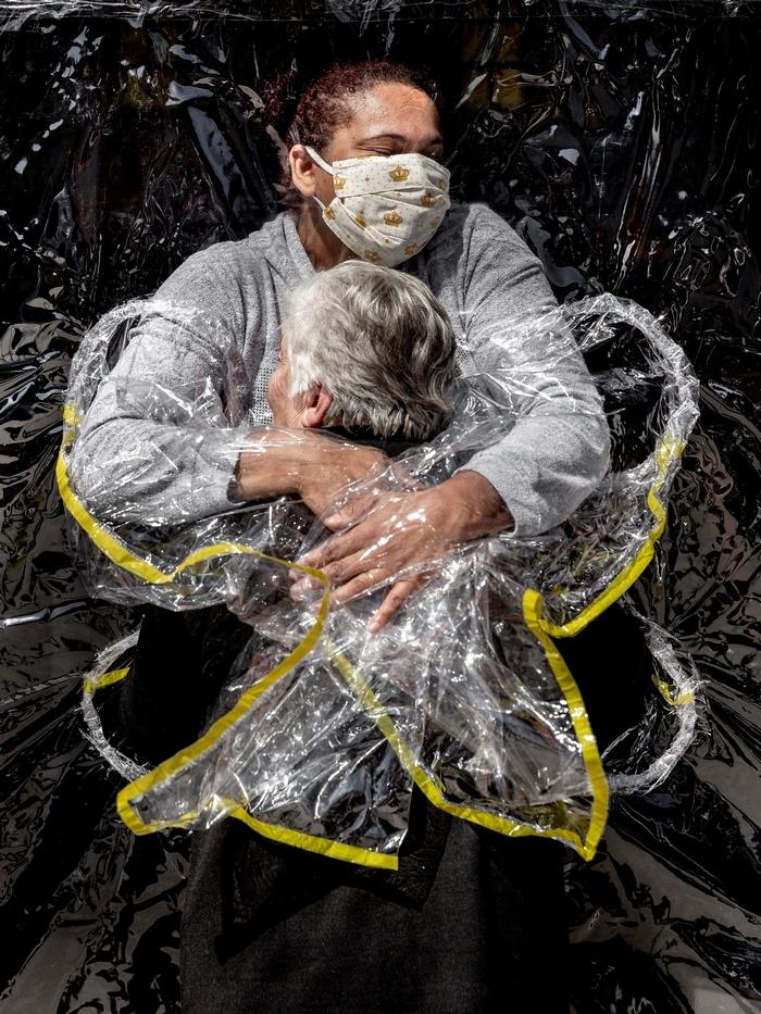 World Press Photo Kiállítás 2021 - Az első ölelés