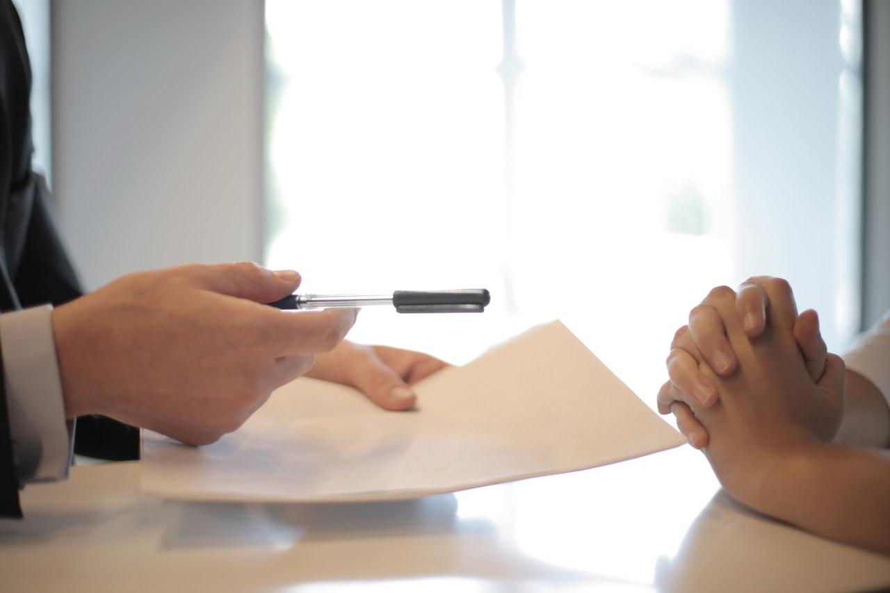 Okiratok aláírása az ügyvéd előtt – 10. rész